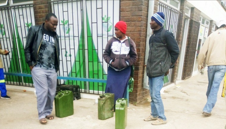 Zimbabwe to deploy Law enforcement agents to deal with those selling fuel in jerry cans